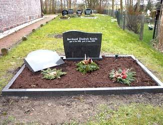 Grab mit Grabstein von Hülskötter